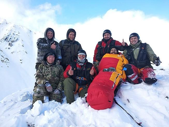 Sống sót kì diệu sau 4 ngày kẹt ở ngọn núi lạnh nhất nước Nga Ảnh 1