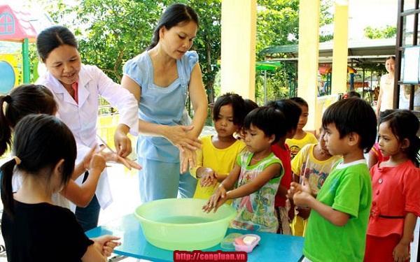 Phòng, chống dịch sốt xuất huyết, tay chân miệng trong trường học Ảnh 1