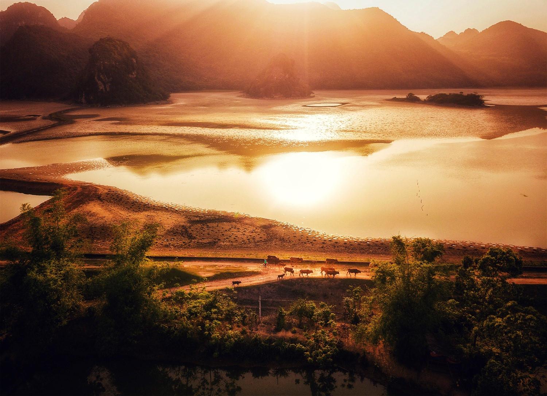 Những ao, hồ, sông ngòi độc đáo ở Hà Nội Ảnh 17