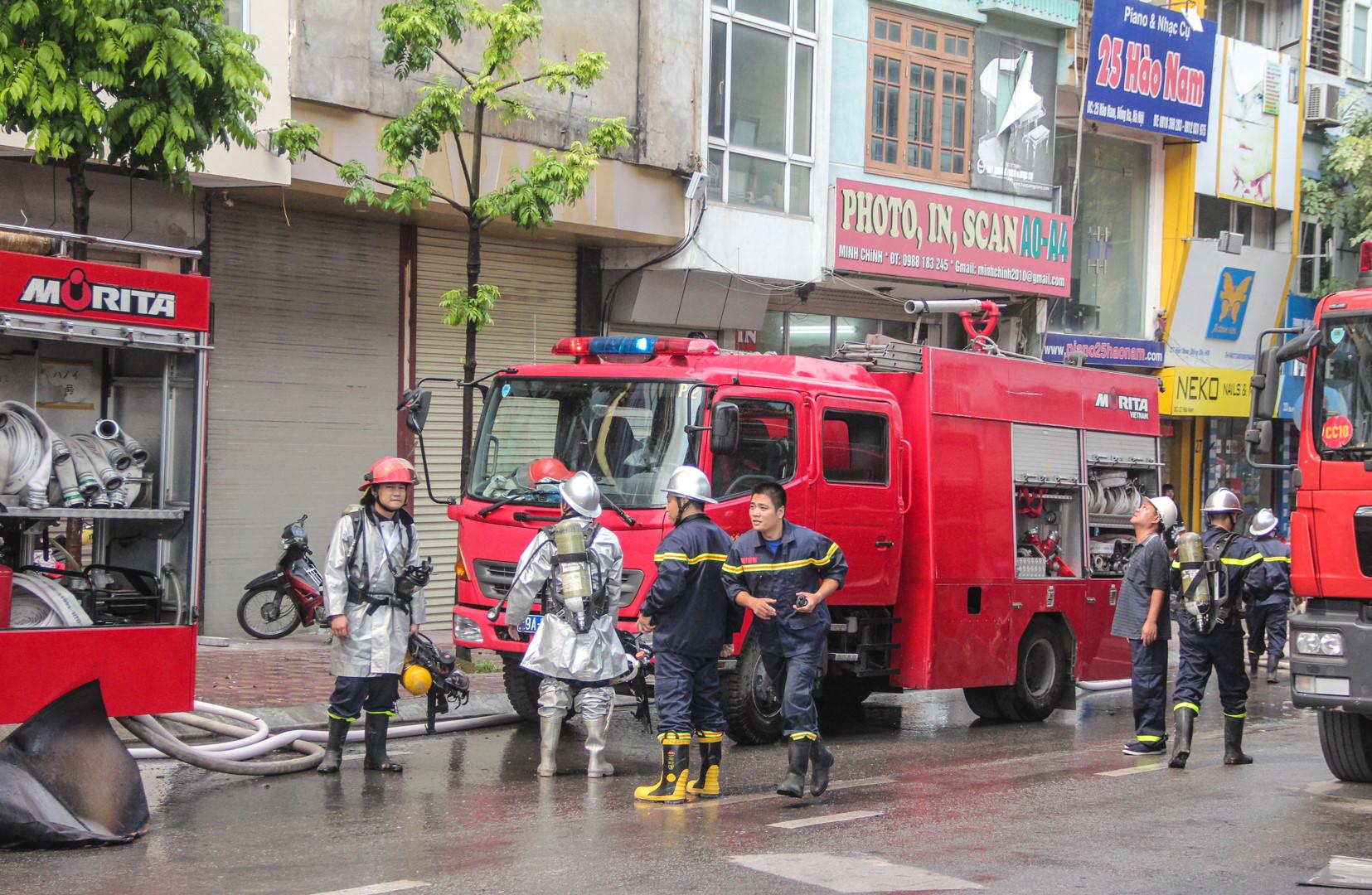 Hơn 2 giờ dập đám cháy do đốt vàng mã tại tòa nhà 9 tầng Ảnh 8