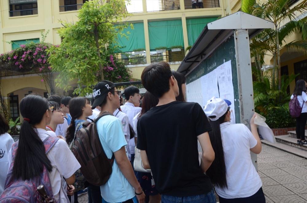 10 tại Hà Nội: Chốt thi 4 môn, điểm thi Toán, Ngữ văn nhân hệ số 2 Ảnh 1