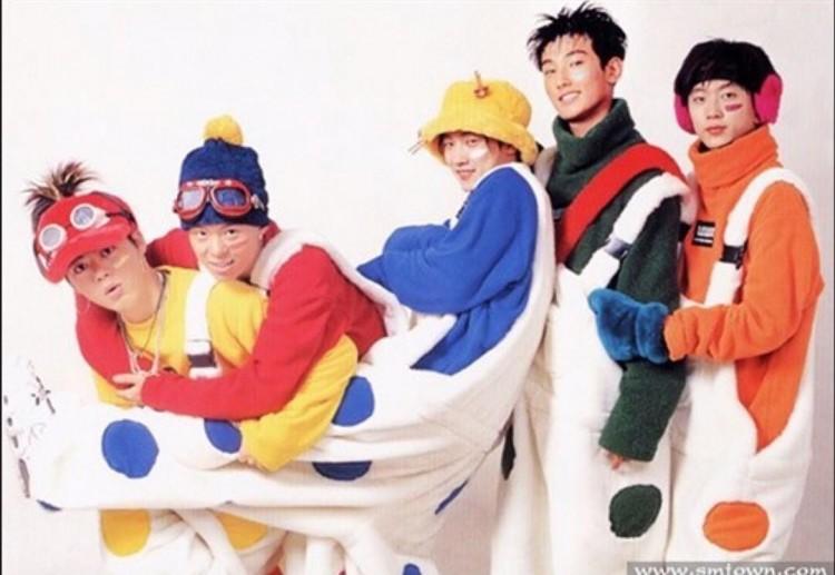 Những trang phục biểu diễn từng làm dậy sóng MXH của dàn sao Kpop Ảnh 13