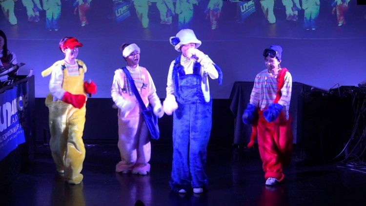 Những trang phục biểu diễn từng làm dậy sóng MXH của dàn sao Kpop Ảnh 16