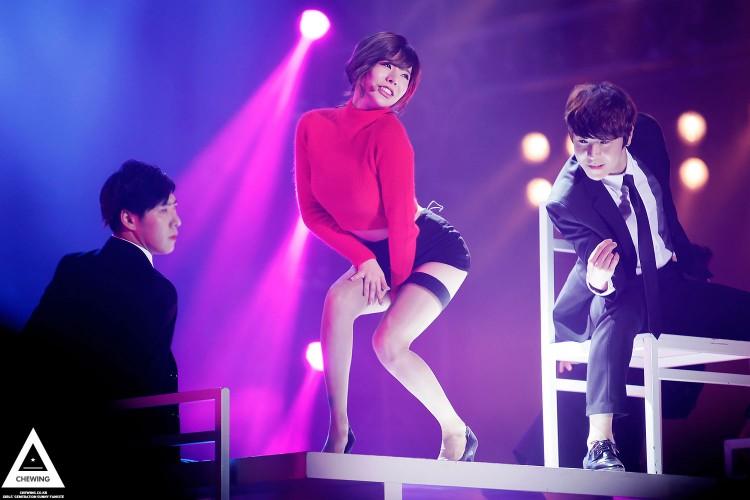 Những trang phục biểu diễn từng làm dậy sóng MXH của dàn sao Kpop Ảnh 27