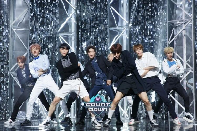 Những trang phục biểu diễn từng làm dậy sóng MXH của dàn sao Kpop Ảnh 8