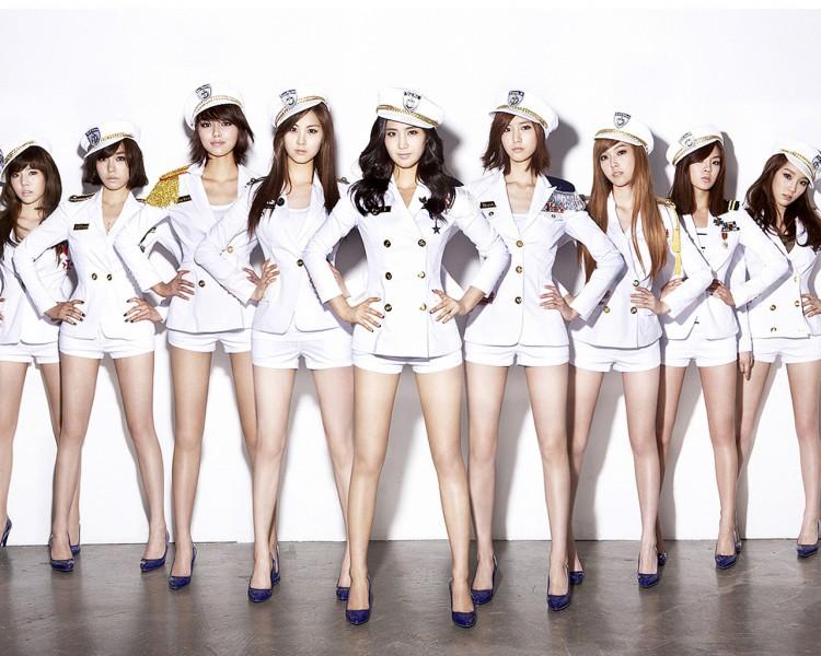Những trang phục biểu diễn từng làm dậy sóng MXH của dàn sao Kpop Ảnh 23
