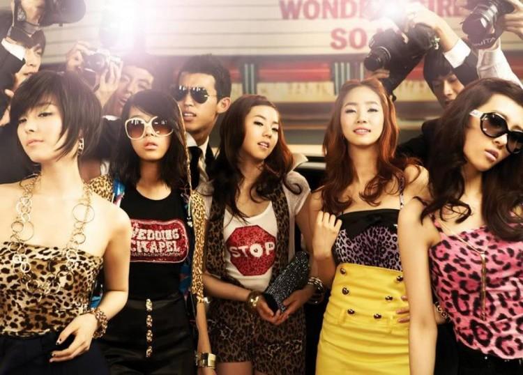 Những trang phục biểu diễn từng làm dậy sóng MXH của dàn sao Kpop Ảnh 18