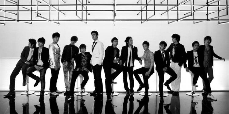 Những trang phục biểu diễn từng làm dậy sóng MXH của dàn sao Kpop Ảnh 6