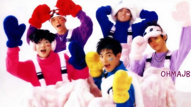 Những trang phục biểu diễn từng làm dậy sóng MXH của dàn sao Kpop Ảnh 14