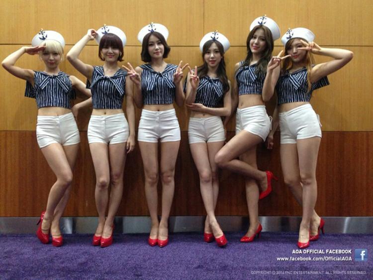 Những trang phục biểu diễn từng làm dậy sóng MXH của dàn sao Kpop Ảnh 24