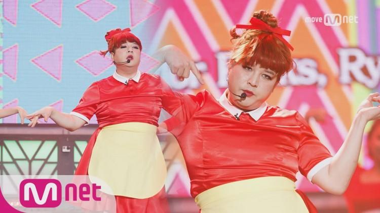 Những trang phục biểu diễn từng làm dậy sóng MXH của dàn sao Kpop Ảnh 4