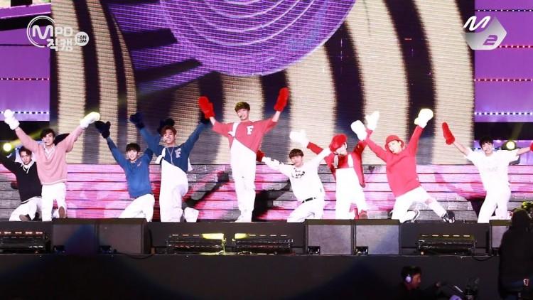 Những trang phục biểu diễn từng làm dậy sóng MXH của dàn sao Kpop Ảnh 17