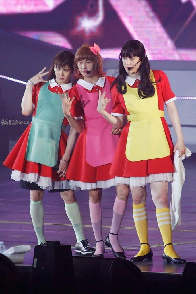 Những trang phục biểu diễn từng làm dậy sóng MXH của dàn sao Kpop Ảnh 3