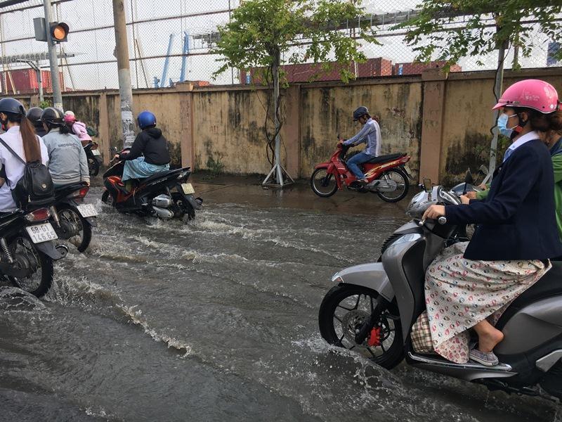 Triều cường bủa vây TP.Hồ Chí Minh Ảnh 2