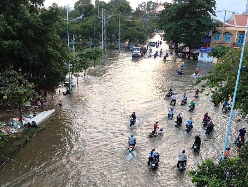 Triều cường bủa vây TP.Hồ Chí Minh Ảnh 6
