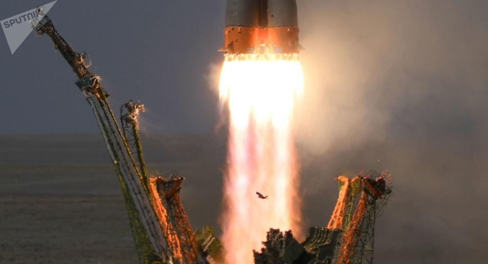 Nổ trong tàu vũ trụ Nga, phi hành đoàn hạ cánh bất thường xuống trái đất Ảnh 1