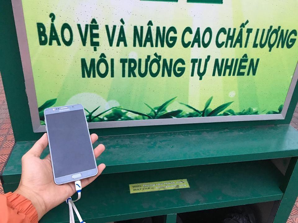 Độc đáo mô hình thùng rác biết 'bật loa, phát wifi, sạc điện thoại' Ảnh 3