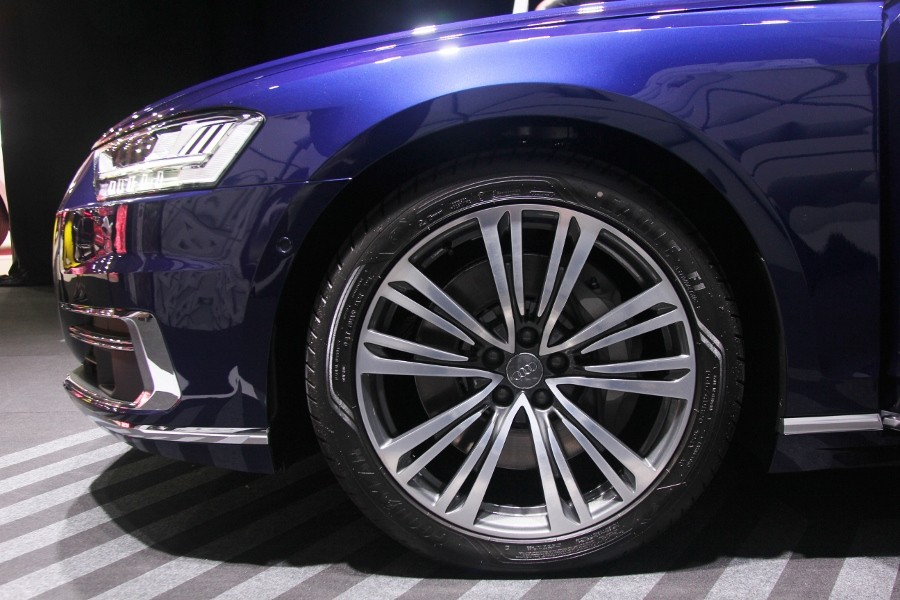 Cận cảnh Audi A8L 2018 phiên bản kéo dài giá hơn 7 tỷ đồng Ảnh 2