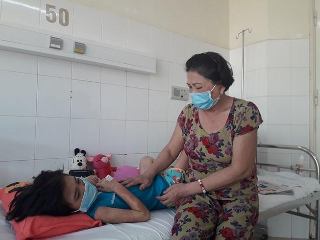 Đà Nẵng kêu gọi giúp đỡ 1 bệnh nhi đặc biệt Ảnh 1
