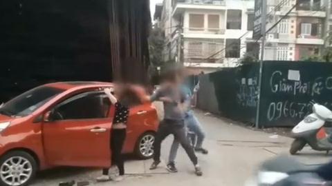 Chồng giật tóc, đánh vợ dã man trên phố: Diễn biến nóng Ảnh 1
