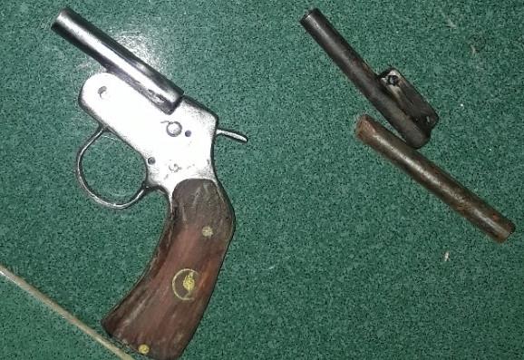 Cảnh sát bắt nhóm thanh niên chế tạo trái phép vũ khí ở miền Tây Ảnh 2