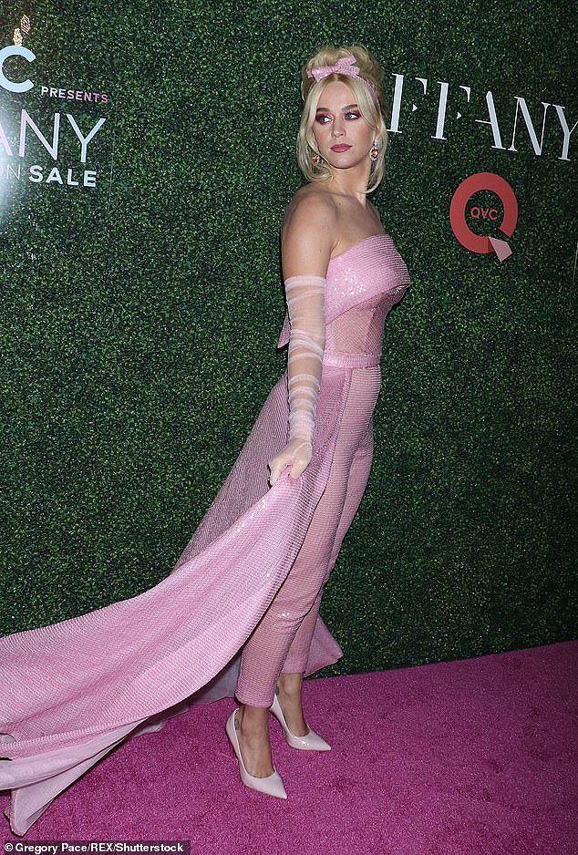 Katy Perry diện 'cây hồng' xinh như búp bê Barbie Ảnh 9