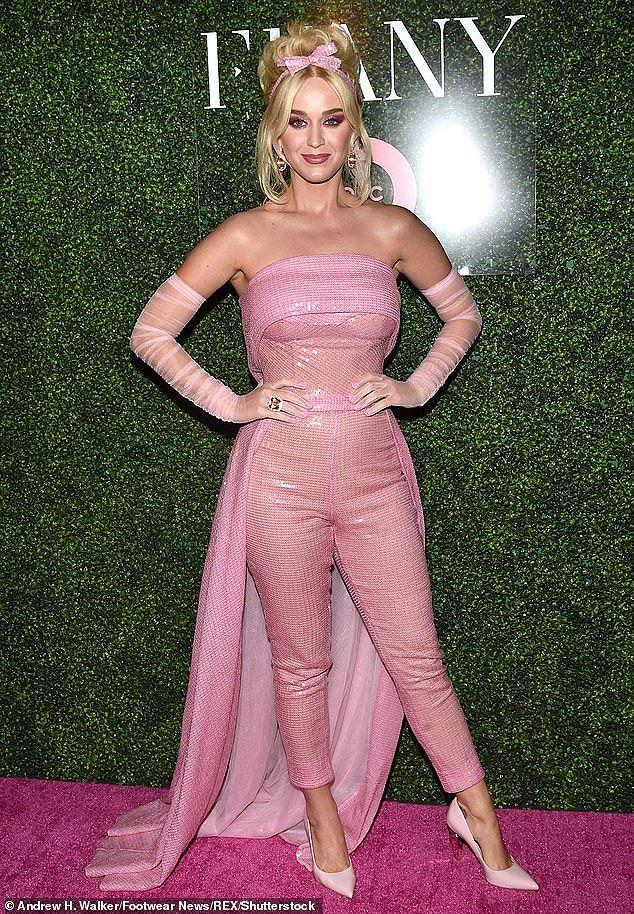 Katy Perry diện 'cây hồng' xinh như búp bê Barbie Ảnh 10