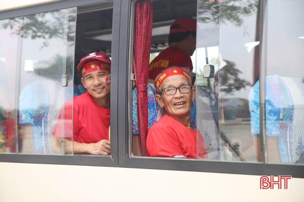 Trực tiếp play-off Nam Định vs Hà Nội B: CĐV Hà Tĩnh 'đổ bộ' sân Vinh Ảnh 6