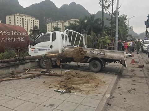 Xe tải…văng vào nhóm công nhân, 3 người thương vong Ảnh 2