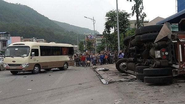 Xe tải…văng vào nhóm công nhân, 3 người thương vong Ảnh 1