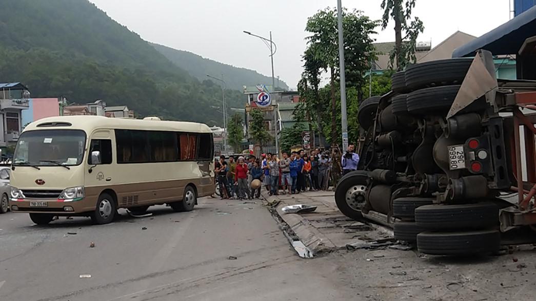 Container mất lái đè chết 2 người tại ngã ba 'tử thần' ở Quảng Ninh Ảnh 1