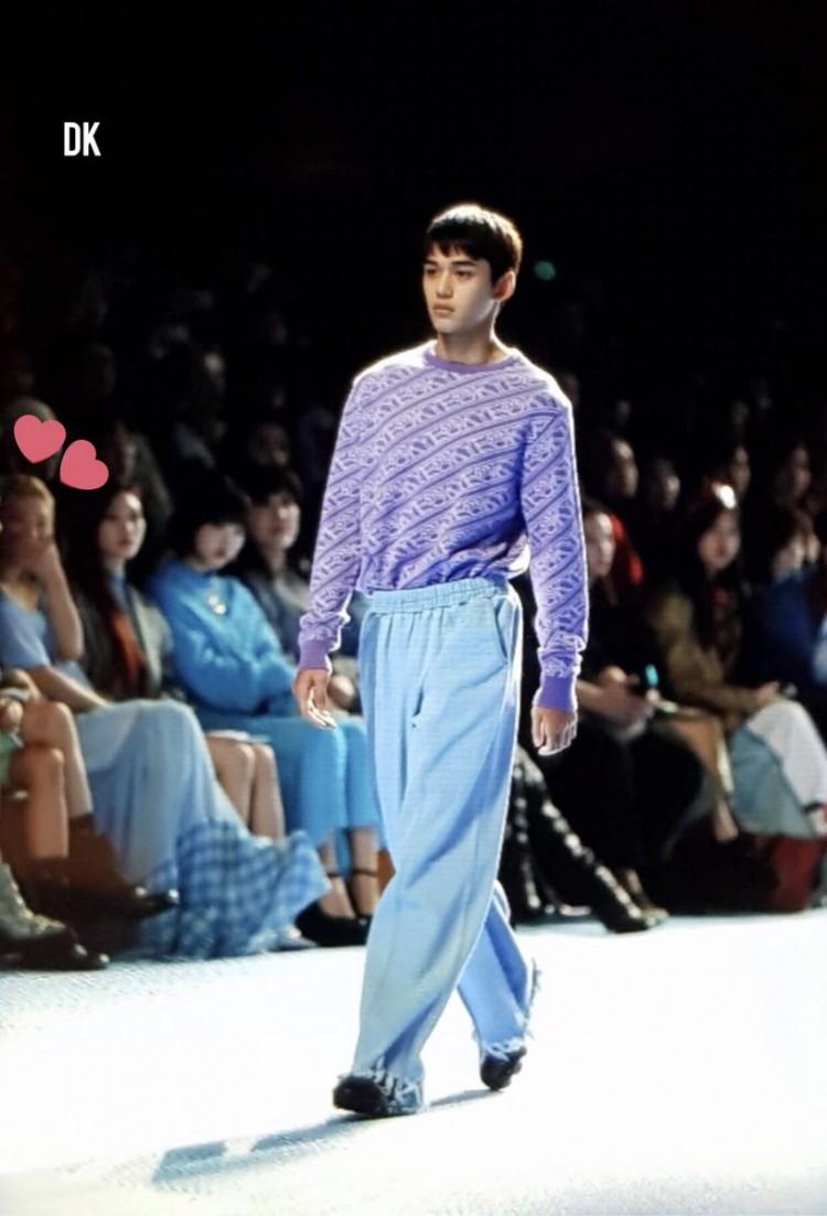 Dù bị mặc quần áo 'ngố tàu', Lucas (NCT) vẫn nổi bần bật trên sàn diễn catwalk chuyên nghiệp Ảnh 7