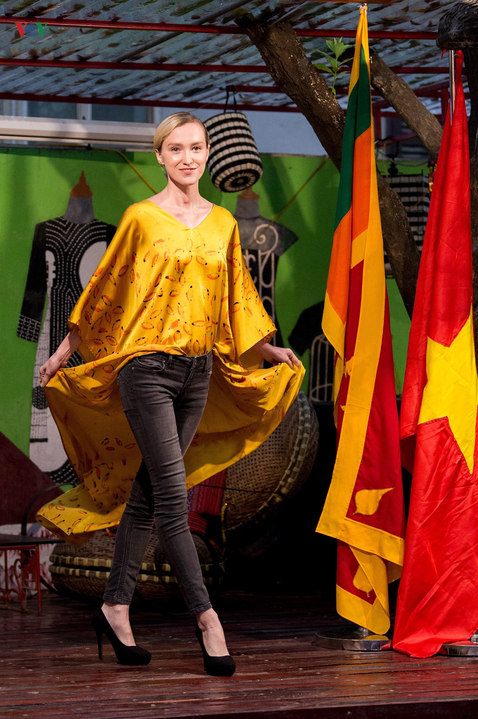 Chiêm ngưỡng bộ sưu tập thời trang đặc sắc của nhà thiết kế Sri Lanka Ảnh 4