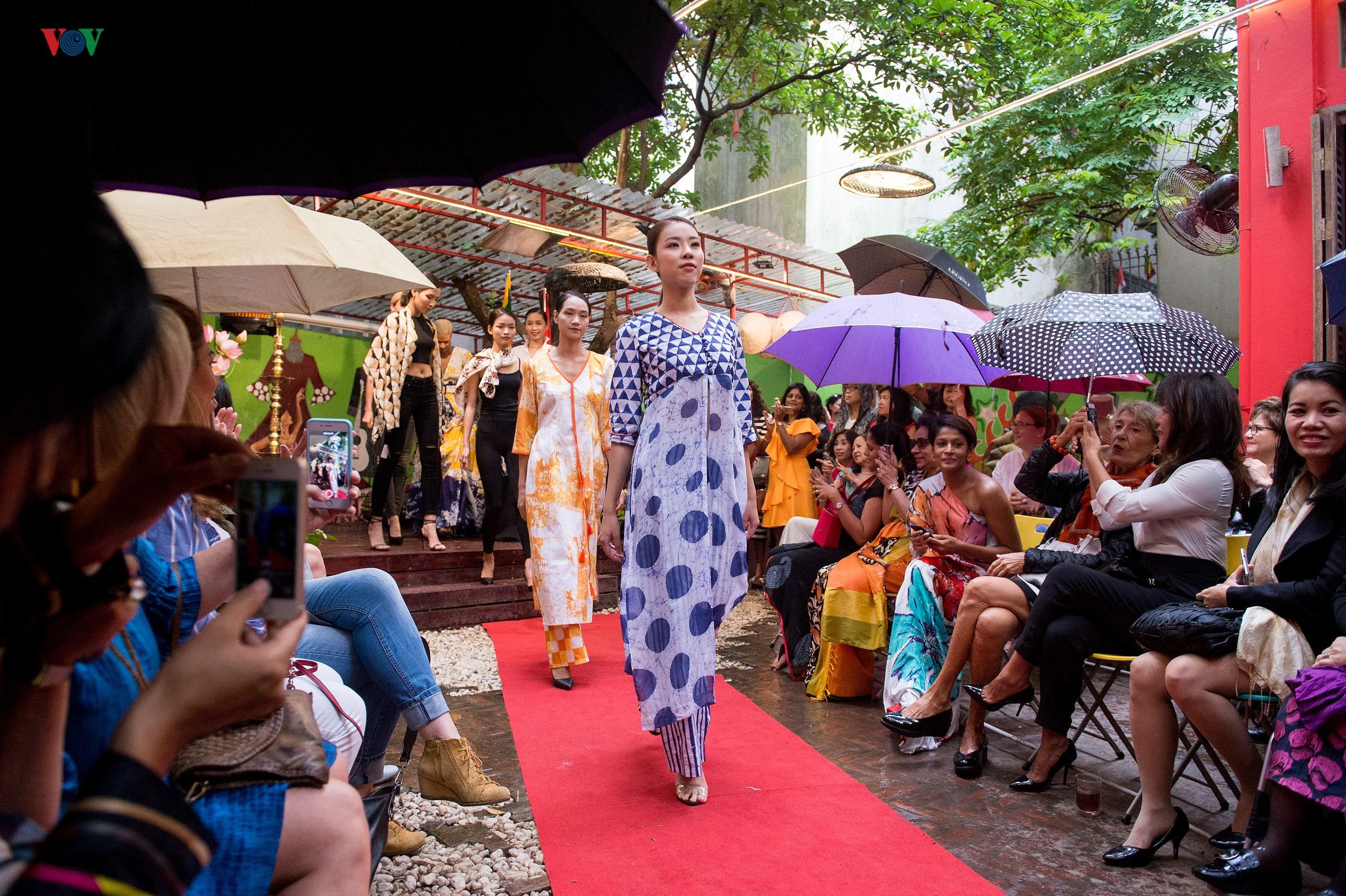 Chiêm ngưỡng bộ sưu tập thời trang đặc sắc của nhà thiết kế Sri Lanka Ảnh 1