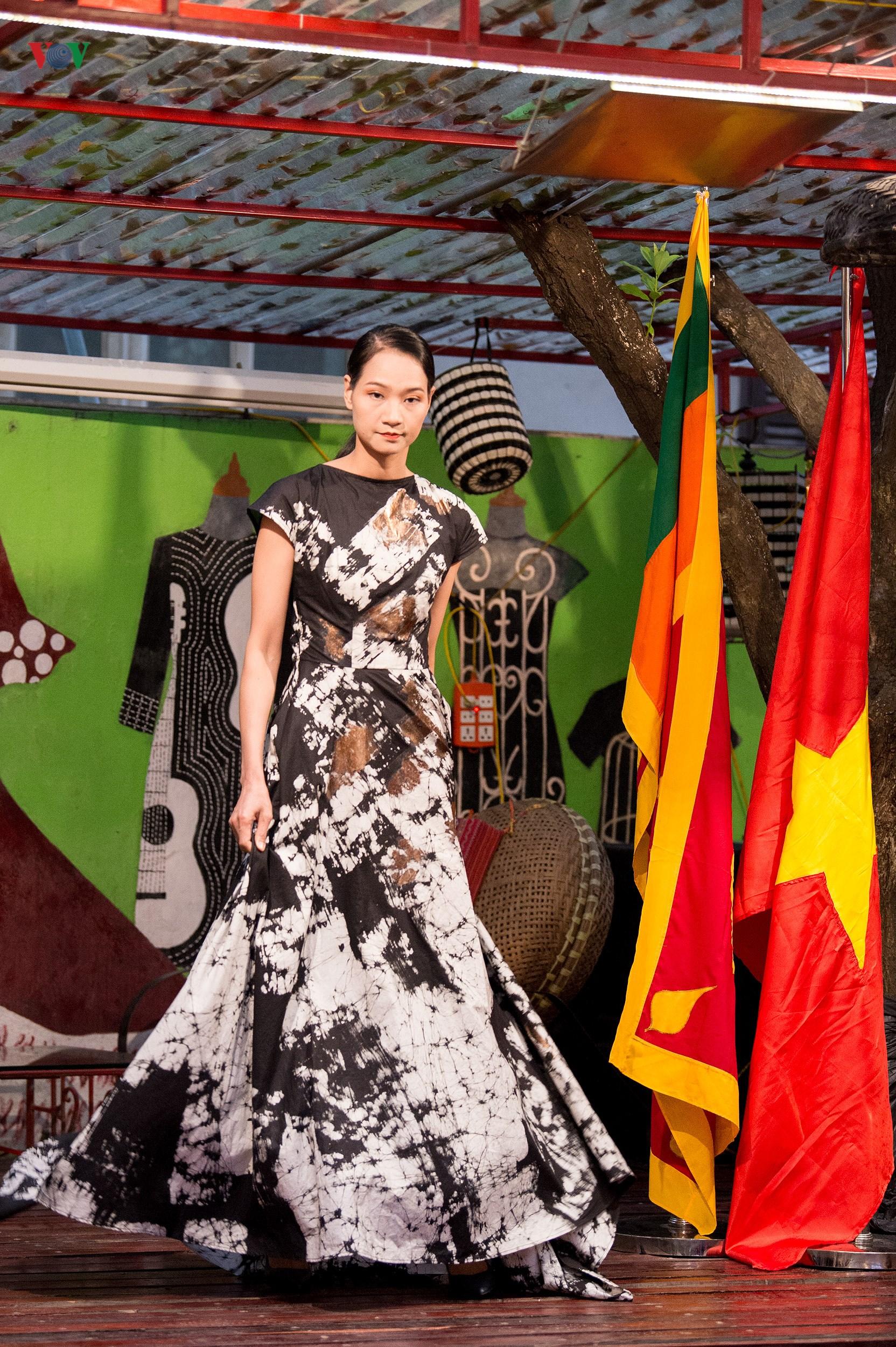 Chiêm ngưỡng bộ sưu tập thời trang đặc sắc của nhà thiết kế Sri Lanka Ảnh 6