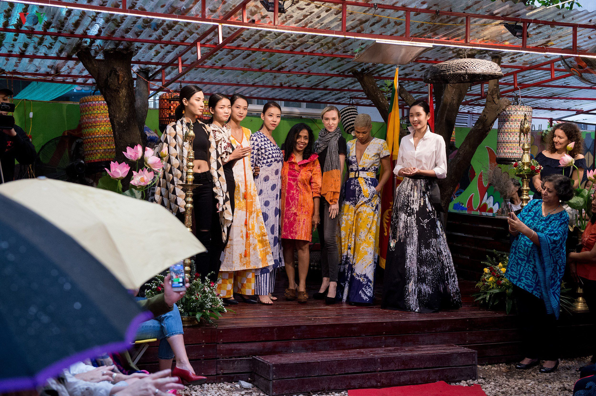Chiêm ngưỡng bộ sưu tập thời trang đặc sắc của nhà thiết kế Sri Lanka Ảnh 12