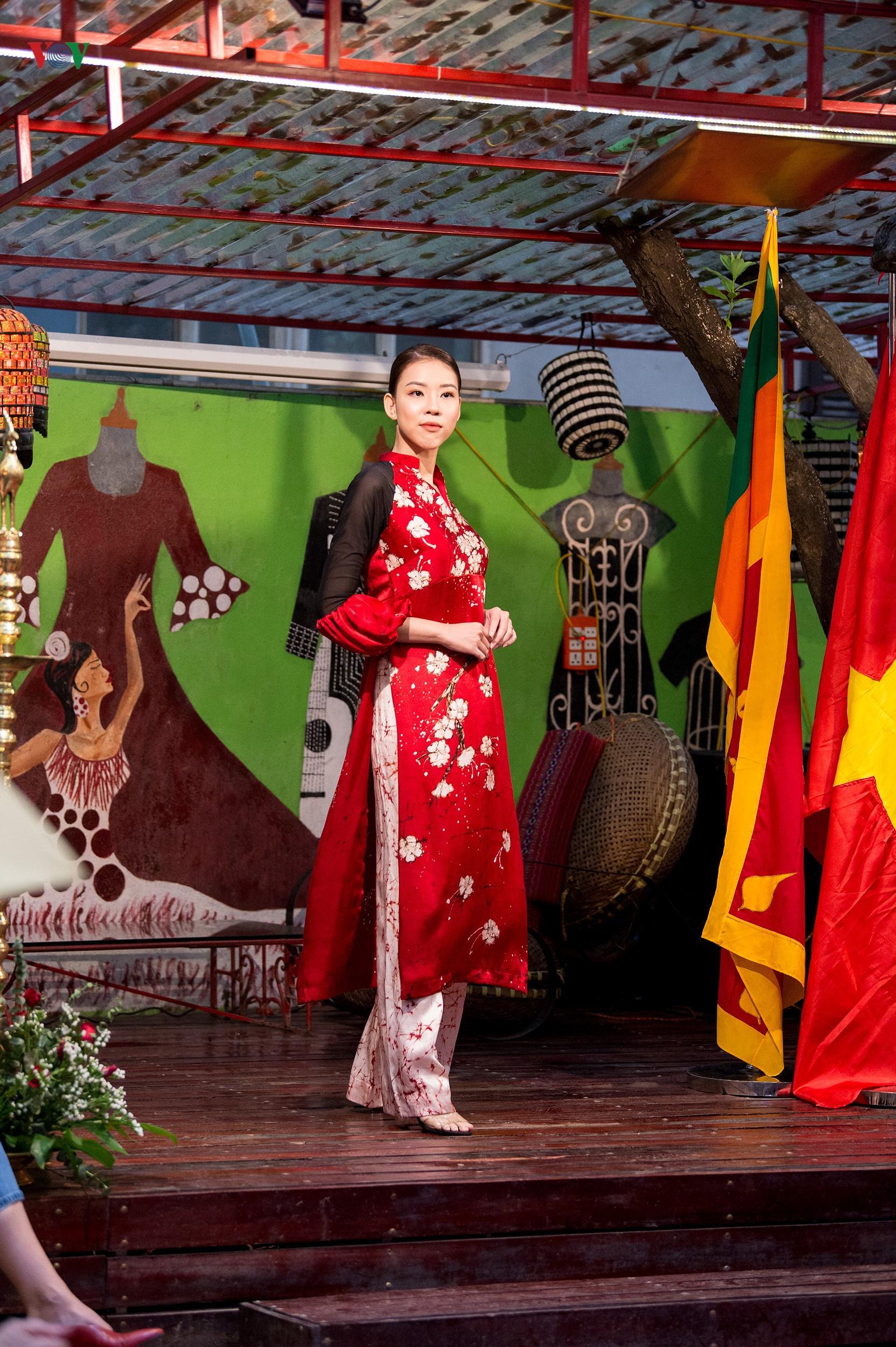 Chiêm ngưỡng bộ sưu tập thời trang đặc sắc của nhà thiết kế Sri Lanka Ảnh 8