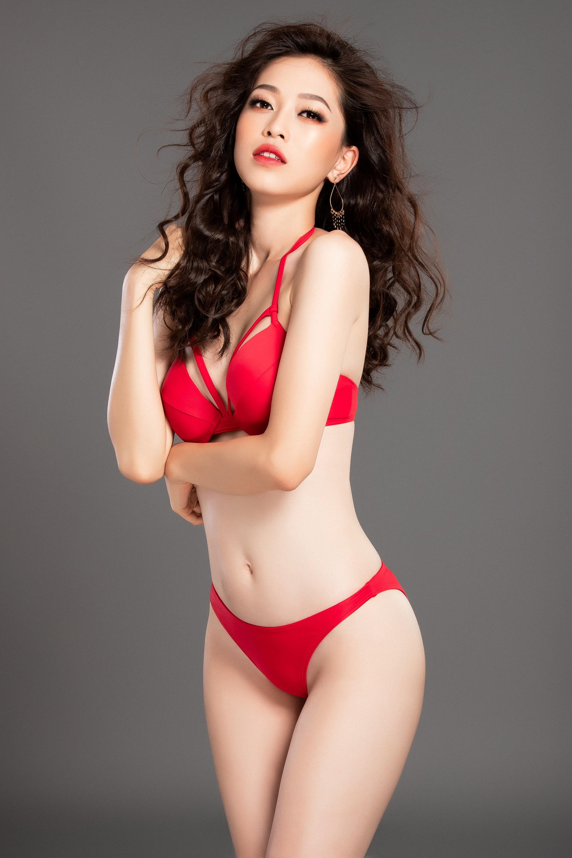 Phương Nga khoe dáng nóng bỏng trước giờ trình diễn bikini tại Miss Grand International 2018 Ảnh 1