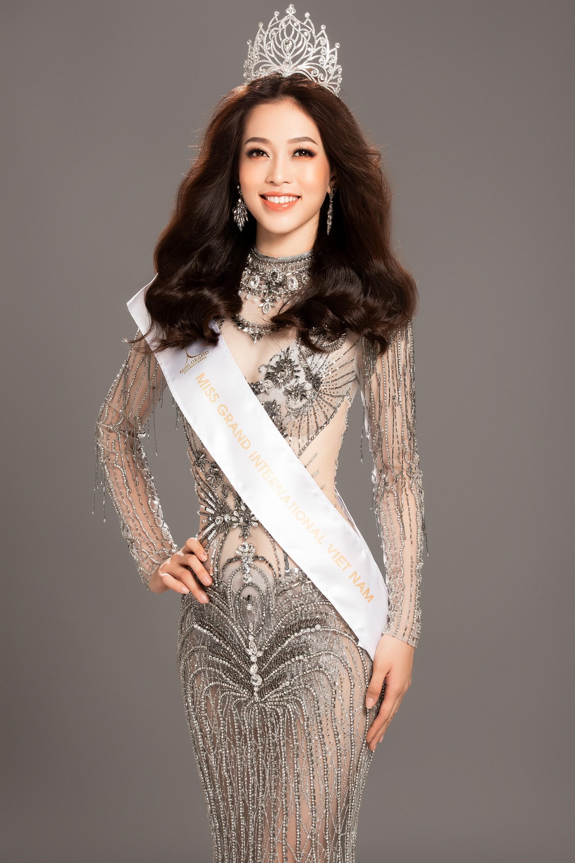 Phương Nga khoe dáng nóng bỏng trước giờ trình diễn bikini tại Miss Grand International 2018 Ảnh 7