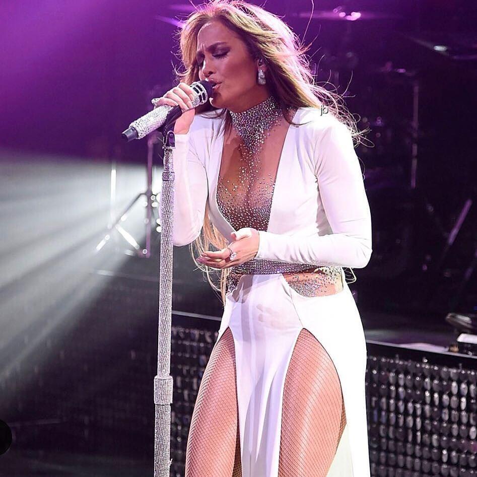Jennifer Lopez xinh đẹp rạng ngời dạo phố cùng con gái Ảnh 11