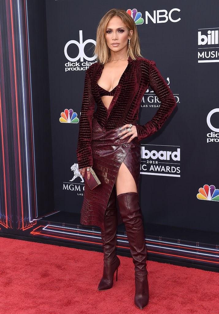 Jennifer Lopez xinh đẹp rạng ngời dạo phố cùng con gái Ảnh 10