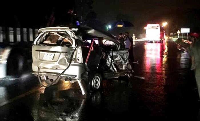 Xe Toyota biến dạng sau tai nạn liên hoàn trên quốc lộ, một người chết Ảnh 1