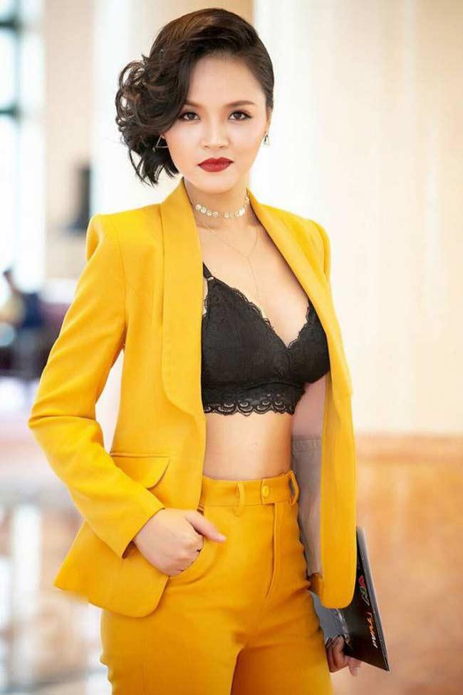 Hoa khôi mới và hết thời của 'karaoke Thiên Thai' đọ phong cách nóng bỏng Ảnh 8