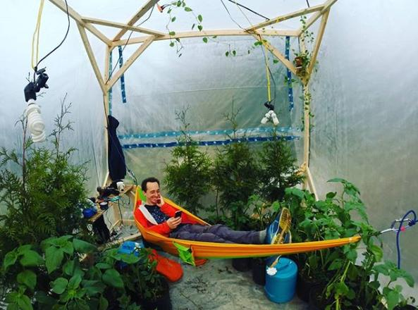 Thử sống trong lều kín khí cùng 200 cây xanh để thử nghiệm oxy và cái kết Ảnh 2