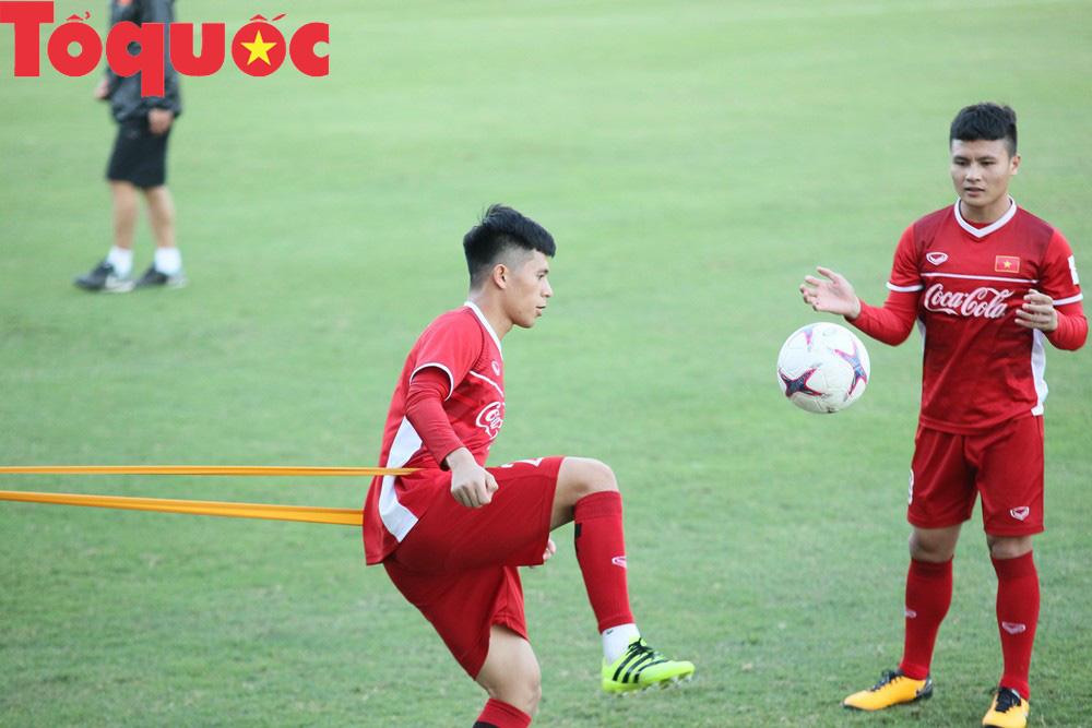 HLV Park Hang-seo 'bảnh bao' thị phạm trực tiếp cho các học trò Ảnh 12