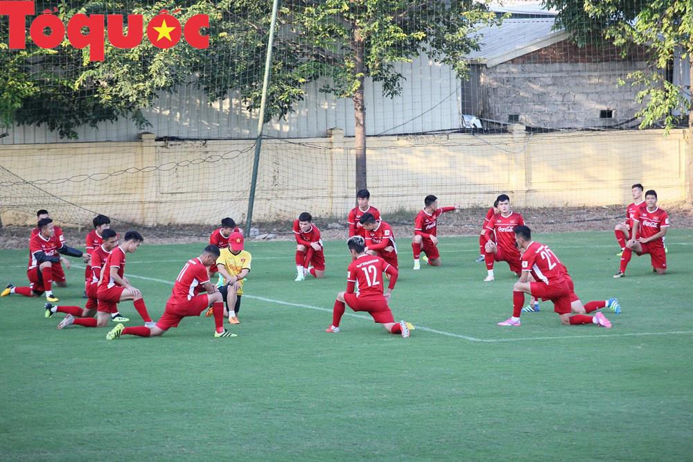 HLV Park Hang-seo 'bảnh bao' thị phạm trực tiếp cho các học trò Ảnh 3