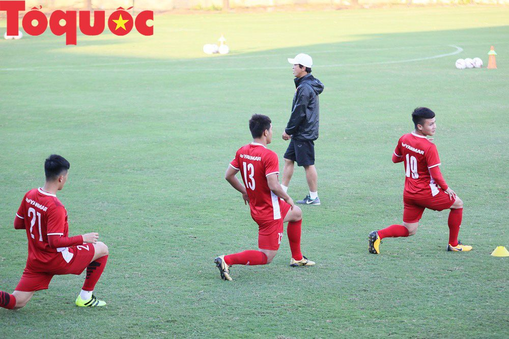 HLV Park Hang-seo 'bảnh bao' thị phạm trực tiếp cho các học trò Ảnh 6