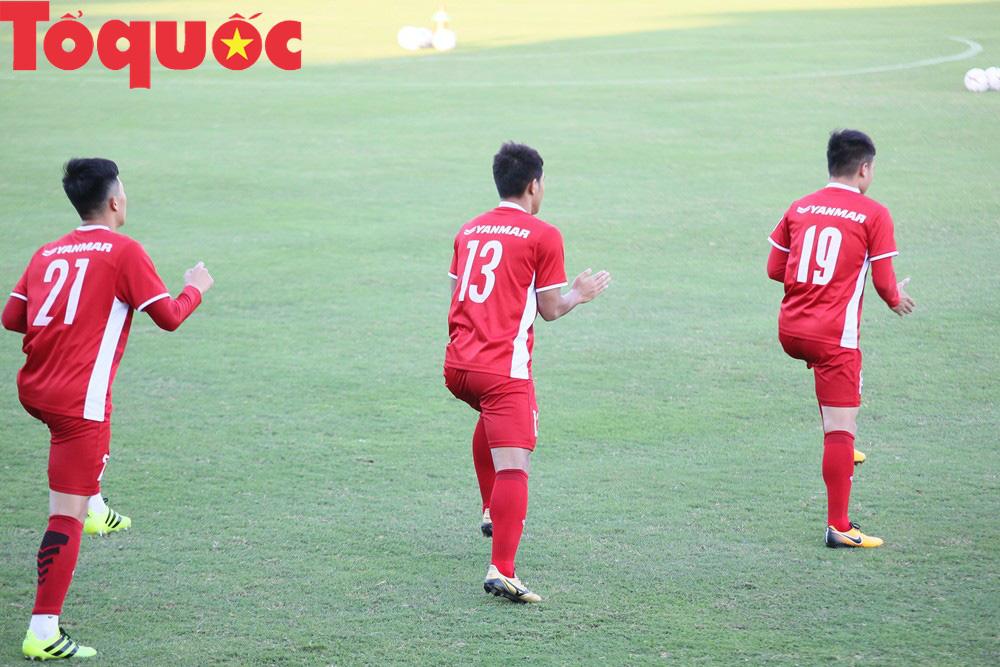 HLV Park Hang-seo 'bảnh bao' thị phạm trực tiếp cho các học trò Ảnh 5