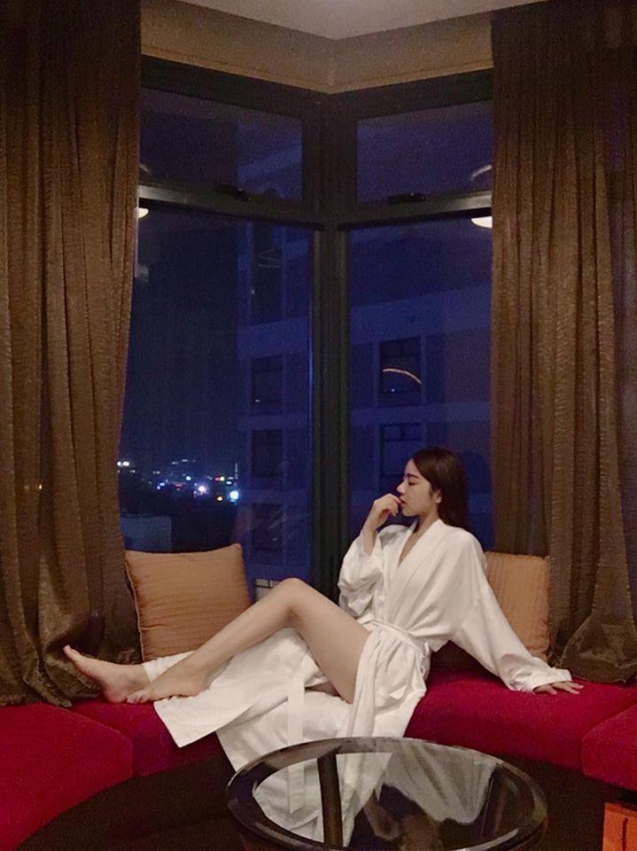 'Hot girl ngủ gật' lại gây sốt với bộ đồ hờ hững càng tôn thêm vẻ gợi cảm và bốc lửa Ảnh 5