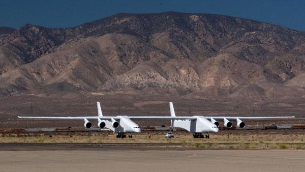 Máy bay có kích thước lớn nhất thế giới gần hoàn thiện Ảnh 1